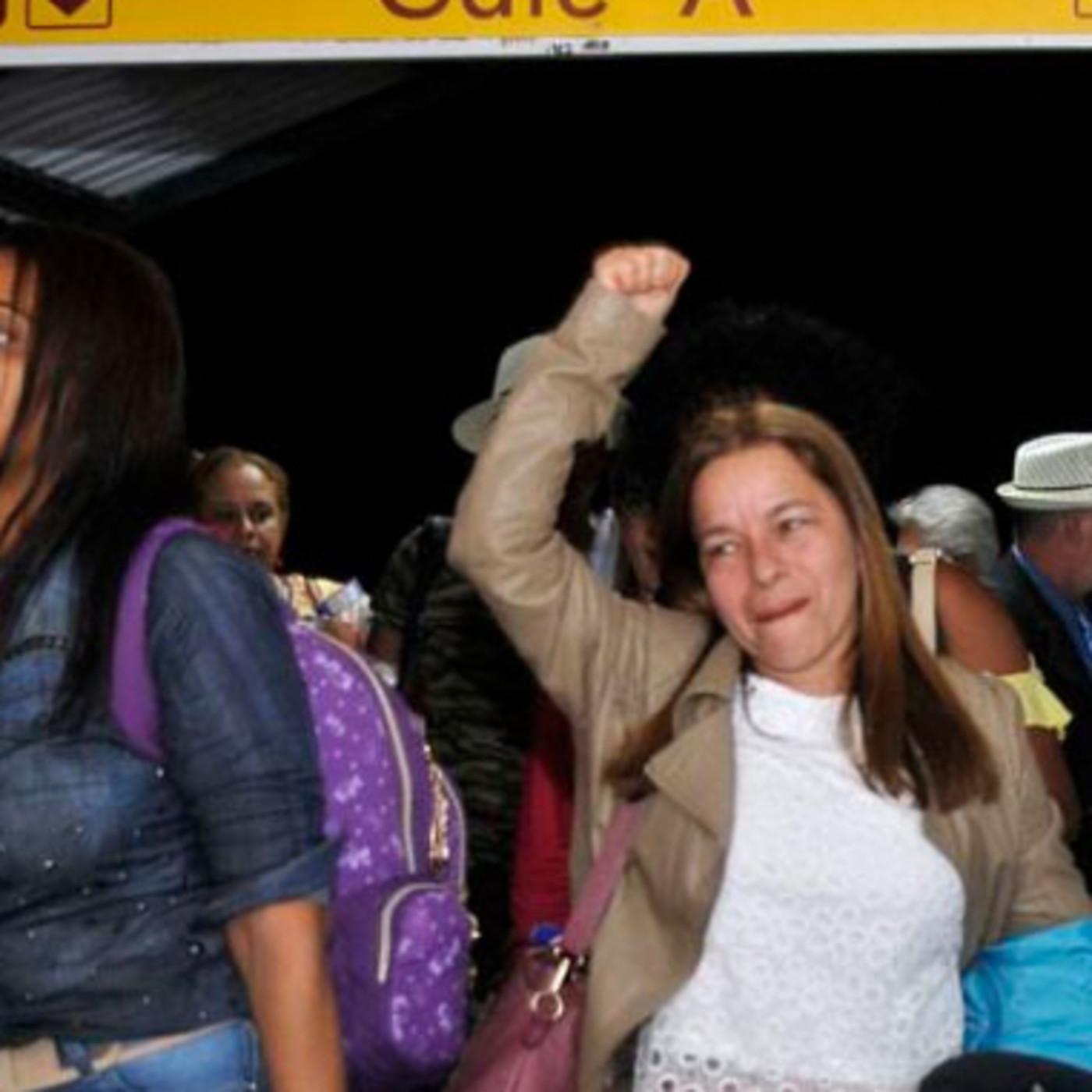 Arriban médicos cubanos tras finalizar misión en Brasil