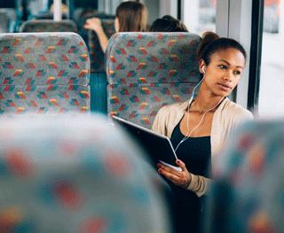 Escucha mientras viajas