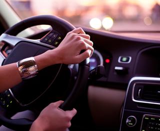 Escucha mientras conduces
