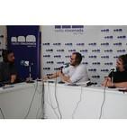 Antonio Pereira visita el stand de Radio Rinconada durante la Feria del Libro