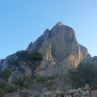 13.- Mochileros alicantinos en el Puig Campana (desde Finestrat).
