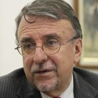 Enrique Ayala Mora Mueve los hilos de la conspiración