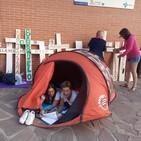 Representantes de la plataforma para recuperar guardias médicas en Barruelo acampan en el Centro de Salud de Aguilar