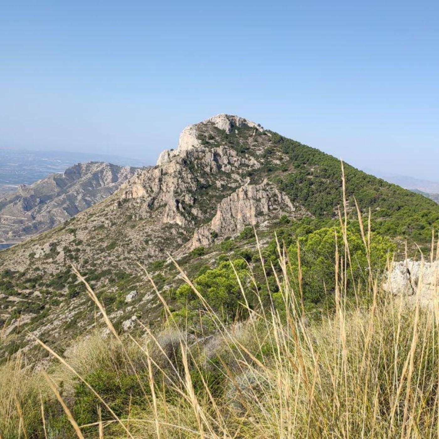 25.- Mochileros en la semi-integral de la Sierra de Crevillente (desde El Bon Lloc).