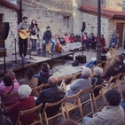 Actividades en el patio de la Biblioteca de Aguilar de Campoo
